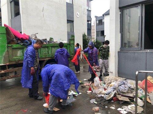 娄桥社区:助力文明城市创建,整治辖区卫生环境