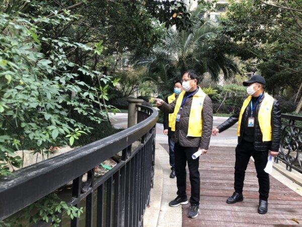 市民监督团为美丽瓯海示范村(社区)评分