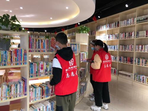 西湖社区:开展图书整理志愿活动