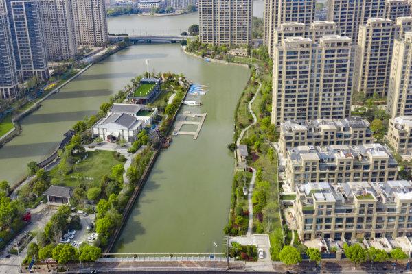 瓯海区新添一滨水游园 与龙舟文化主题公园隔水对景