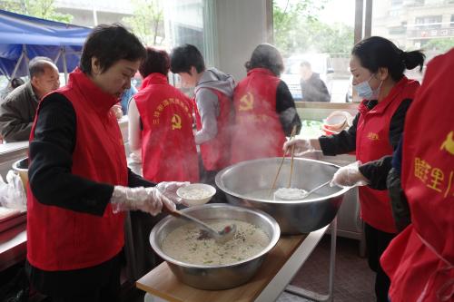 南仙社区开展红色星期天爱心早餐活动